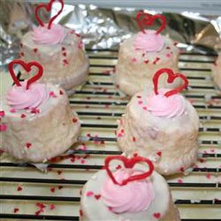 Strawberry-Chocolate Mini Cupcakes with White Chocolate Ganache