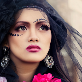 Beauty Gothic by Anz Defensor - People Fashion