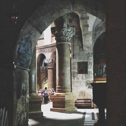 rotunda-church-arch-Jerusalem - The rotunda in the Church of the Holy Sepulchre, Jerusalem.