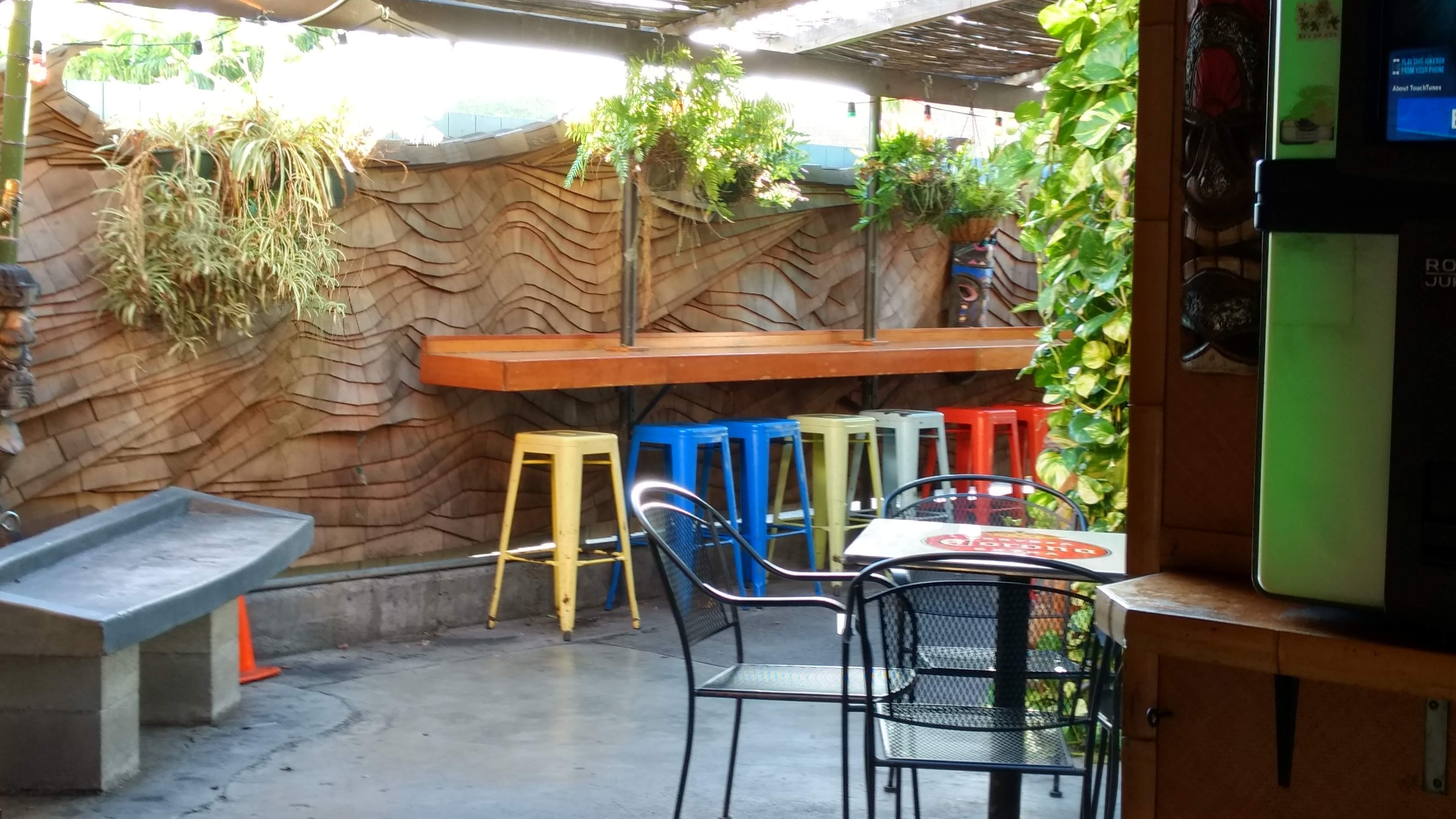 arnold u0027s beach bar u0026 grill honolulu restaurant review zagat