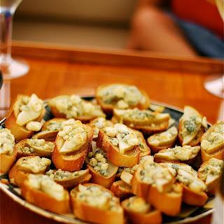 Pear & Gorgonzola Crostini Recipe
