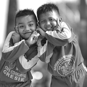 Keep Smile by Bandar Pak Ustad - Black & White Street & Candid