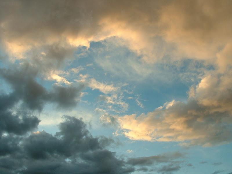 Fotos Gratis Cielos - Nubes de tormenta al atardecer