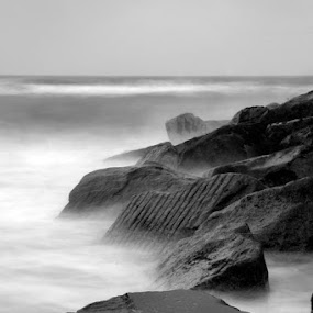 Breakers by Graham Barton - Black & White Landscapes