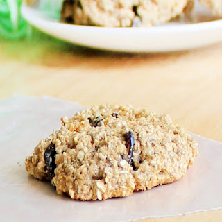 Flourless Oatmeal Raisin Cookies