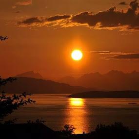 by Trond Svendsen - Uncategorized All Uncategorized ( sunrise_sunsets_aroundworld, sunshine, NRKNordland )