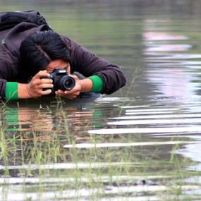 on water by Dhannie Setiawan - People Street & Candids ( canon, water, street, photographer, candid, wet, people,  )