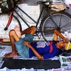 Sleeping trader by Wawan Adi - People Street & Candids