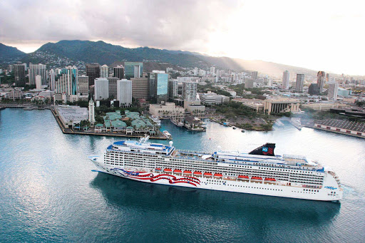 Norwegian-Pride-Of-America-Aerial-Hawaii-Skyline - Enjoy close-up views of Honolulu's skyline and Hawaii's mountains aboard Pride of America.