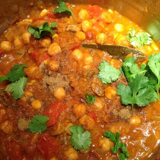 Nom Nom Chickpea Curry with Spinach!.