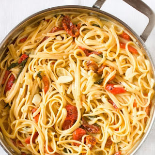 One-Pot Pasta - Linguine with Roasted Red Peppers, Tomatoes & Brie