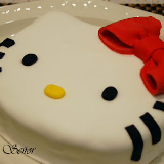 Hello Kitty Fondant Cake.