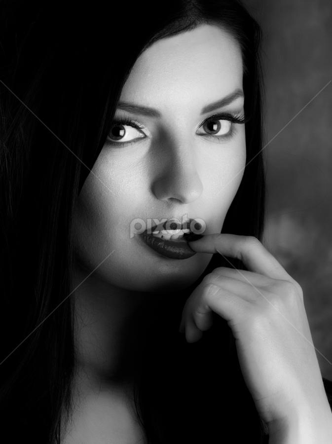 Ema by Sorin Besnea - Black & White Portraits & People ( postrait b&w, , woman, b&w, portrait, person )