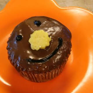 Pineapple Cupcakes with Milk Chocolate Ganache and Homemade Pineapple Candy: The Happy Cupcakes.