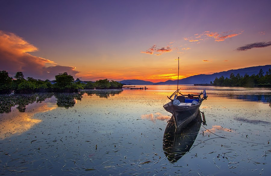 Silent morning by Ipin Utoyo - Landscapes Sunsets & Sunrises