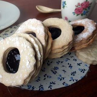 Spitzbuben (Soft Blueberry Jam and Vanilla Cookies) Recipe