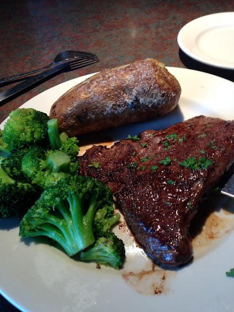 9oz sirloin, plain potato and steamed broccoli.