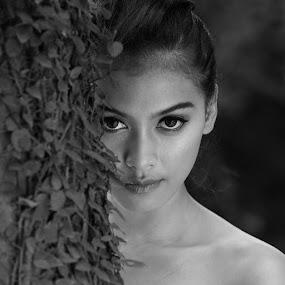by Otomakus Oksidicneb - Black & White Portraits & People
