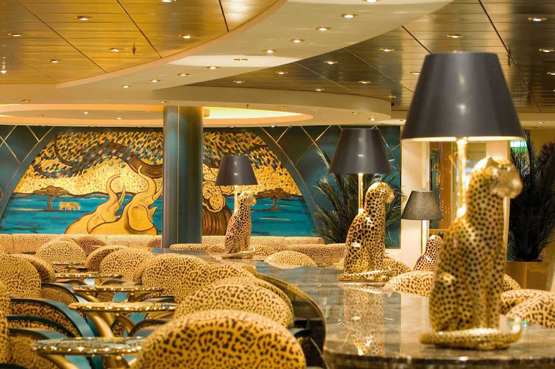 With a décor both exotic and whimsical, the Savannah Bar brings a touch of Africa to MSC Orchestra.