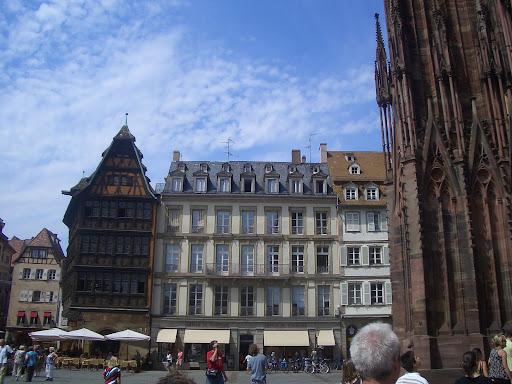 ストラスブールのノートルダム大聖堂 Notre Dame de Strasbourg の隣の家