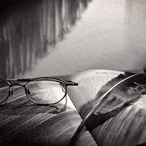 by Andrea Magnani - Black & White Objects & Still Life ( pen, glasses, black and white, still life )