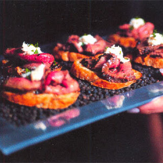 Pepper-Crusted Steak with Horseradish Cream on Grilled Garlic Crostini.