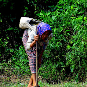 Old does'nt mean Give up by Gustavo Sihombing - People Portraits of Women ( villages, natural, people, aged, live )
