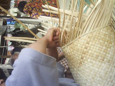 %name Melirik Kehidupan Penganyam Keranjang di Kecamatan Arse
