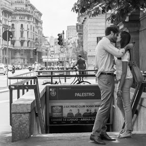 The perfect moment by Lauren Carroll - People Street & Candids ( kissing, black and white, summer, italy, street photography,  )