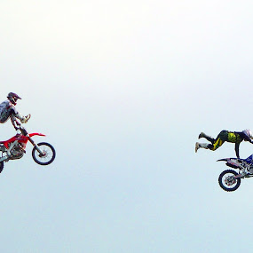 Stunt Bikes by Richard Lawes - Novices Only Sports