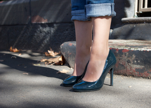 Midnight blue patent leather 4 inch pumps