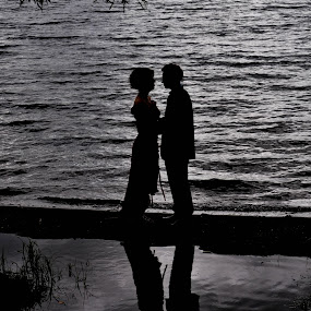 Young Love. by Sylvie Berube Tenniscoe - People Couples ( , silhouette )