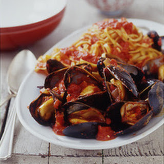 Mussels in Roasted Red Pepper Sauce.