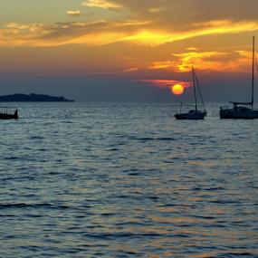 sunset at sea by Dragutin Vrbanec - Landscapes Sunsets & Sunrises ( adria, sunset, boats, summer, sea, sun )