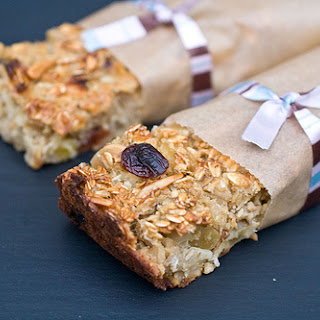 Fruit and Oatmeal Breakfast Bars - Morning on the Go