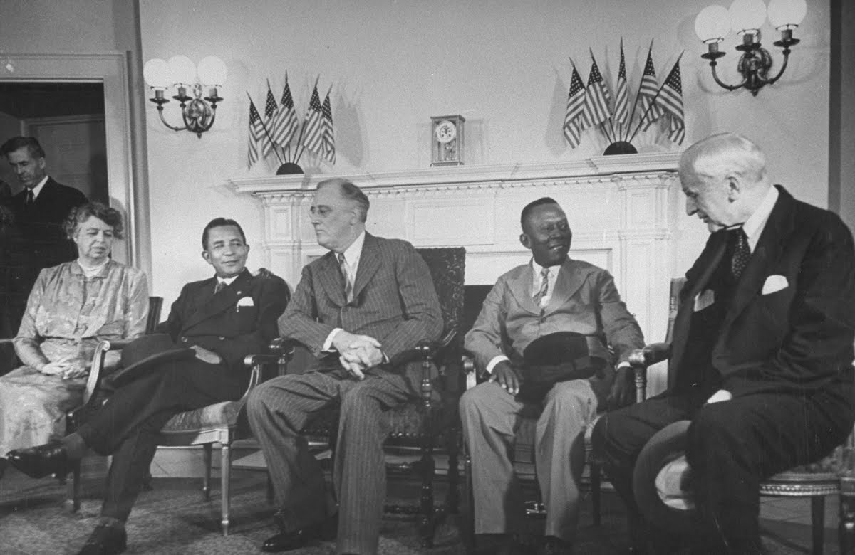 franklin d roosevelt as chief diplomat Other than to mention that he serves as america's commander-in-chief of the armed forces as well as the country's chief diplomat franklin d roosevelt, 4.