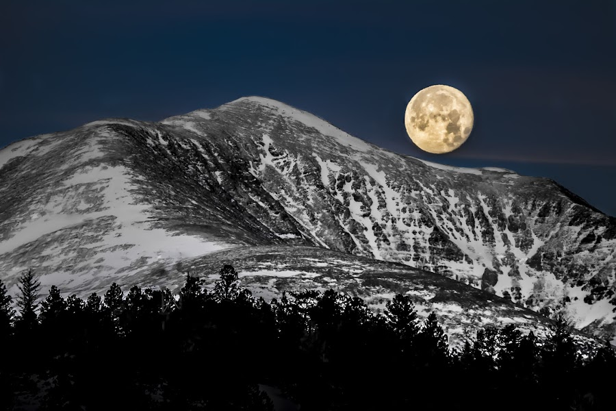 First Full Moon of 2015_Full Moon Over The Devil's Armchair by Tayler Allen - Landscapes Starscapes