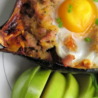 5 Ingredient Breakfast Stuffed Acorn Squash