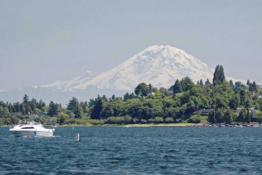 lake-washingon-Seattle - Lake Washington hosts boating and water fun during the summer months in Seattle, Washington.