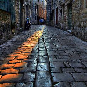by Petar  Botteri - City,  Street & Park  Neighborhoods