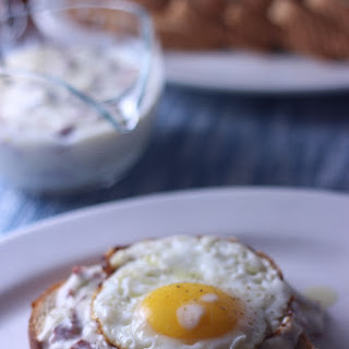 Creamed Chipped Beef on Toast {#SundaySupper}.