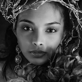 Pevy by Leyon Albeza - Black & White Portraits & People ( glamour, portraiture, black and white, fashion photography, people, portrait, human )