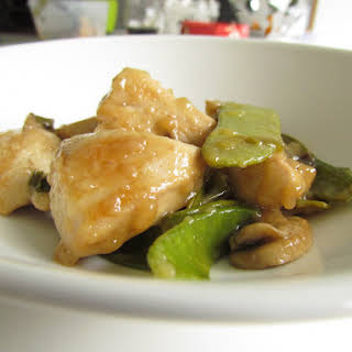 Chinese Stir-fry Chicken With Snow Peas And Mushrooms.