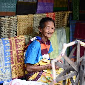 Sasak Woman by Ozge Kesim Yurtsever - People Street & Candids ( sasak tribe, cotton, spinning, sasak woman, knitting, indonesia, sade village, lombok, old woman,  )