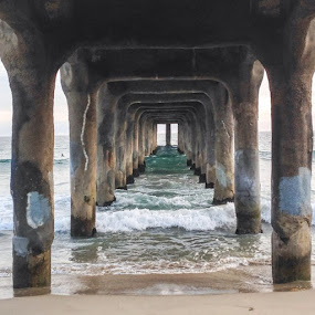 Took this at the beach yesterday. Pretty cool stuff!  #nofilter #manhattanbeach #docks #iphonephotography #pacificocean #losangeles #kylereaphotography #creativecastlestudios by Kyle Rea - Instagram & Mobile iPhone (  )