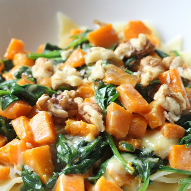 Butternut squash and spinach pasta with Roquefort cheese and walnuts