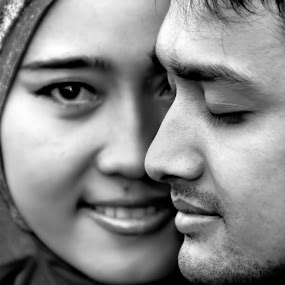 Lovely smile by San Djo - Black & White Portraits & People ( couple, soulmate, smile )