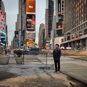Solitude- Times Square by Sam Park - People Street & Candids
