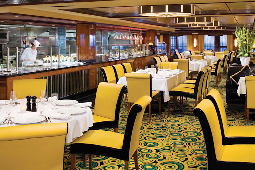 Norwegian-Gem-dining-Cagneys-Steakhouse - Juicy American steaks paired with cocktails are Cagney's Steakhouse's best sellers on Norwegian Gem cruises.