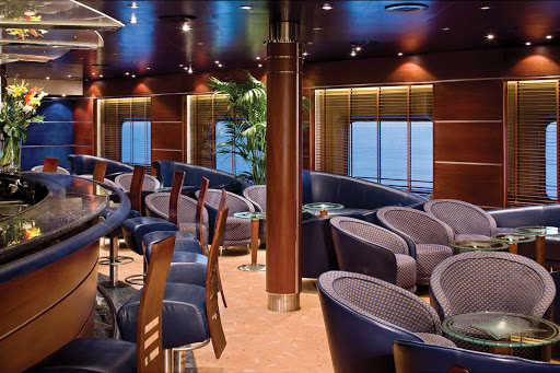 Regent-Seven-Seas-Voyager-Voyager-Lounge - The Voyager Lounge on your Regent Seven Seas cruise offers pre-dinner cocktails in the early evening and later transforms into a lively nightclub.